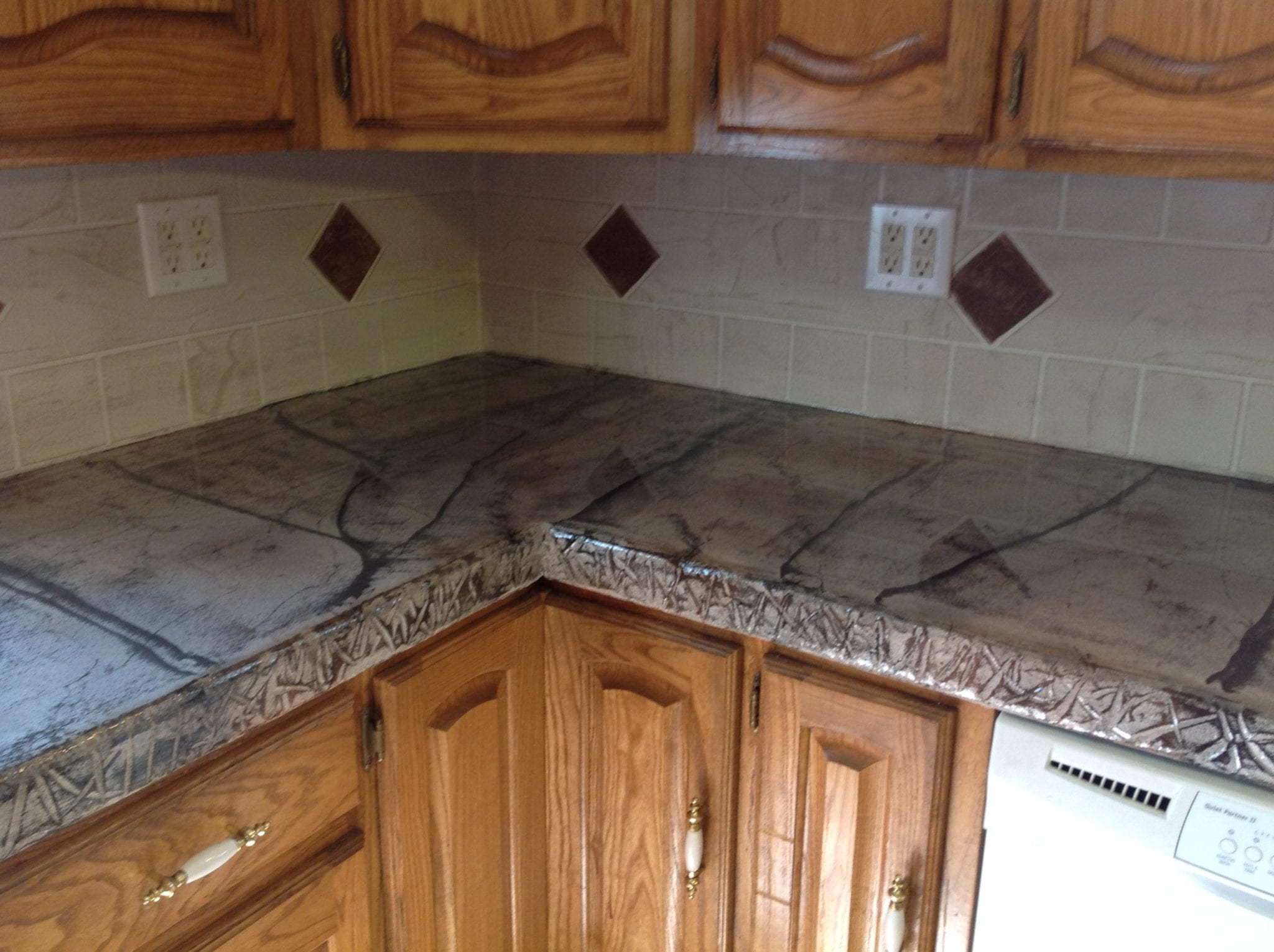Cream River diamond backsplash