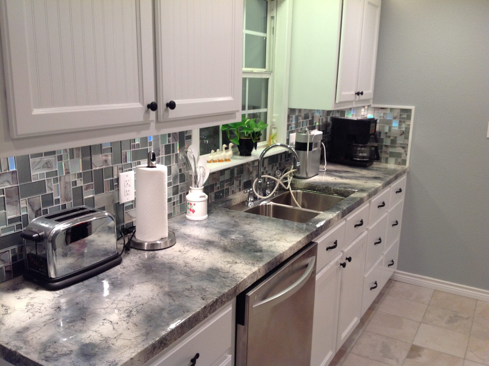 Grey & White kitchen 005
