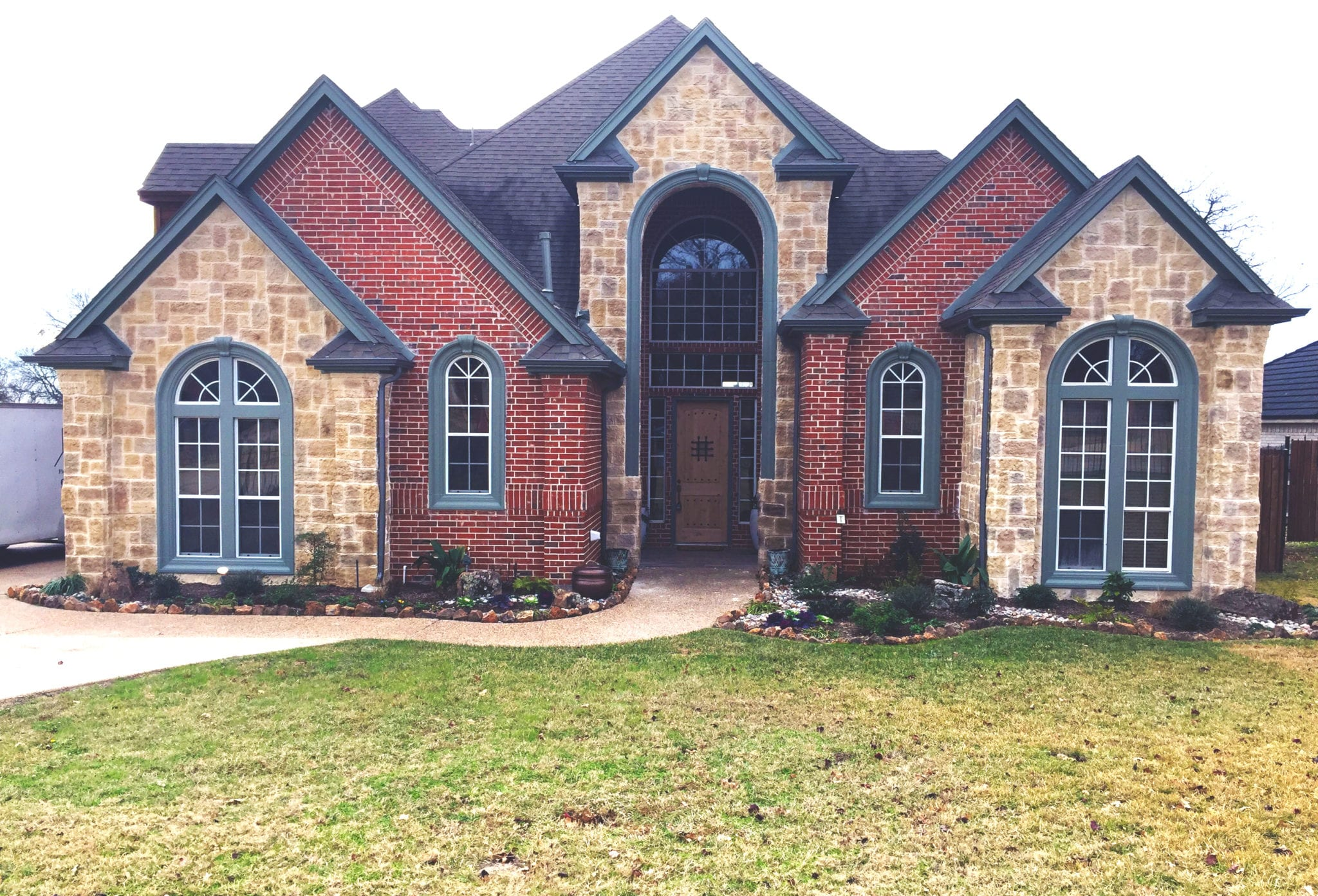 Kennedale red and limestone brick